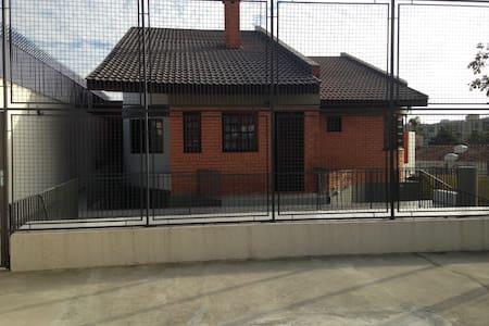 Casa próximo Clube Curitibano Tênis e Arena - Curitiba - House