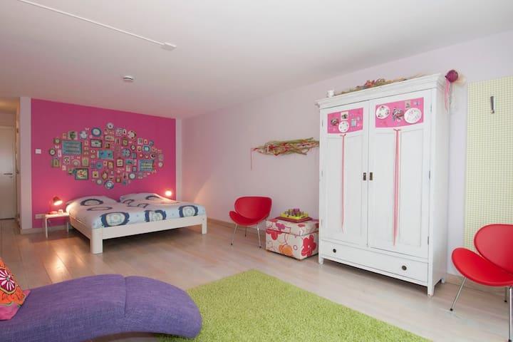 Luxurious B&B (3 rooms) - Cheerful - Eys