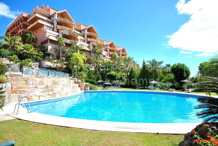 Luxury apartment & Golf Courses near Puerto Banus