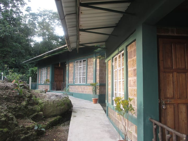Mawlynnong-streamsideguesthouse- quiet, safe&clean