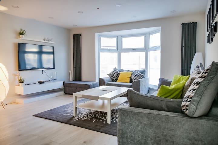 Spacious New Build, 10 Minutes from City Centre