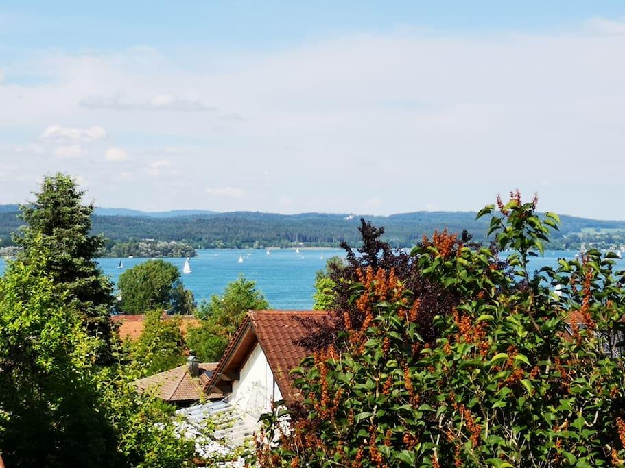 Aussicht vom Balkon auf die Mettnau und Allensbach