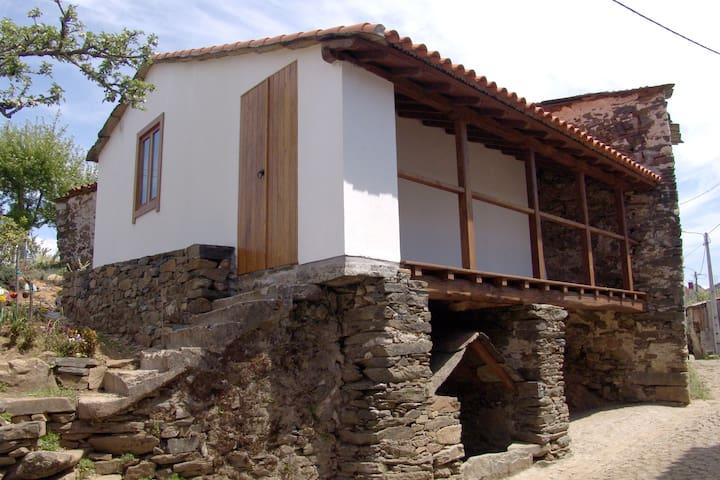 (URL HIDDEN) - casa pequena - Vinhais - Villa