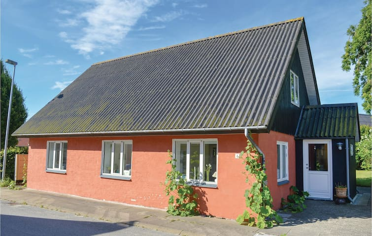 Holiday cottage with 3 bedrooms on 130m² in Asaa