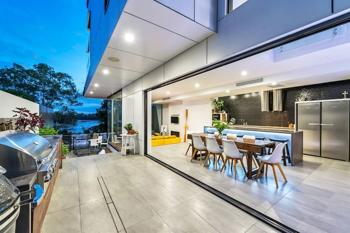 Oasis above the River - Indooroopilly - House
