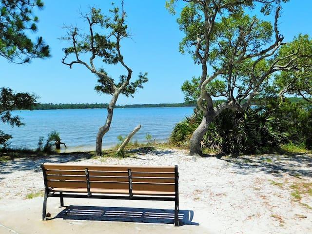 Hidden Oasis-Sleeps4-Near Pensacola NAS front gate