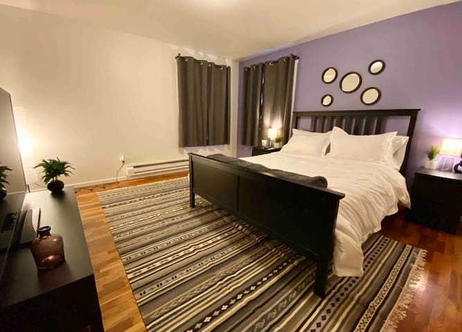 Relaxing Royal Suite in Edmonds