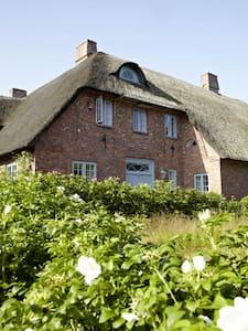 kleine Wohnung auf Reetdachhof in der Marsch - Galmsbüll - Huoneisto