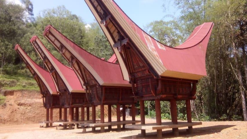 Bombong Tongkonan Traditional House - Rantepao/Pangli
