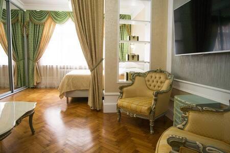 Two-Bedroom Luxury Suite Art-Apartments - Praga - Pis