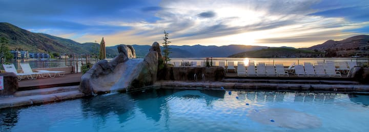 The Penthouse Chelan Lakefront Downtown Sleeps 12