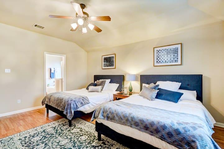 2 queen size beds in master suite