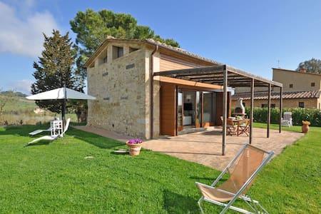 Capannino, sleeps 4 guests in Ponte A Bozzone - Siena - Villa