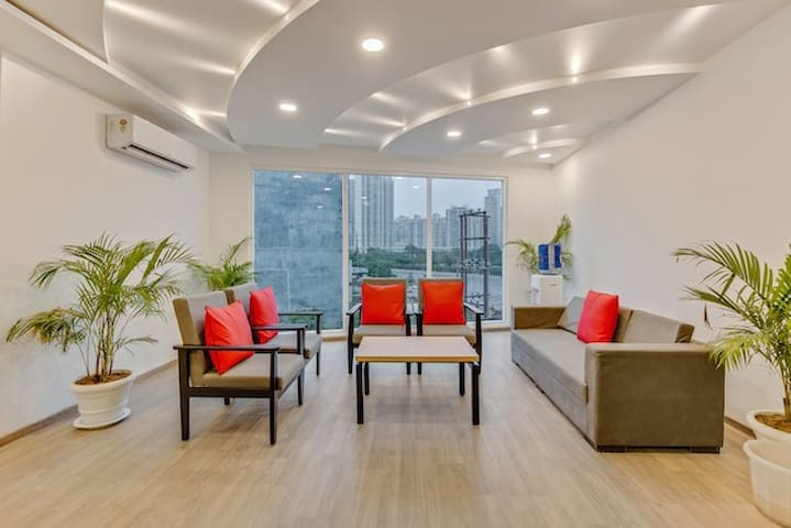 Urban Living |Business Traveler| Couples Near Noida Sector 76 Metro Station