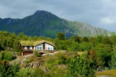 Stor enebolig med fantastisk utsikt - Kabelvåg - Casa