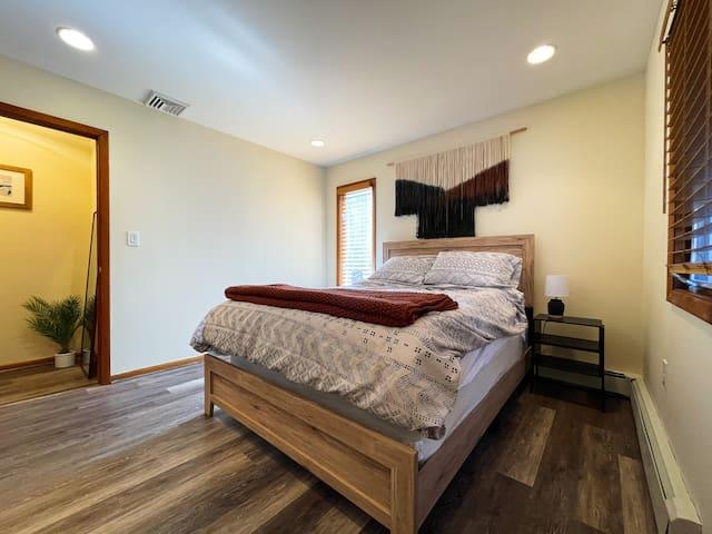 Bedroom 3: Queen size bed