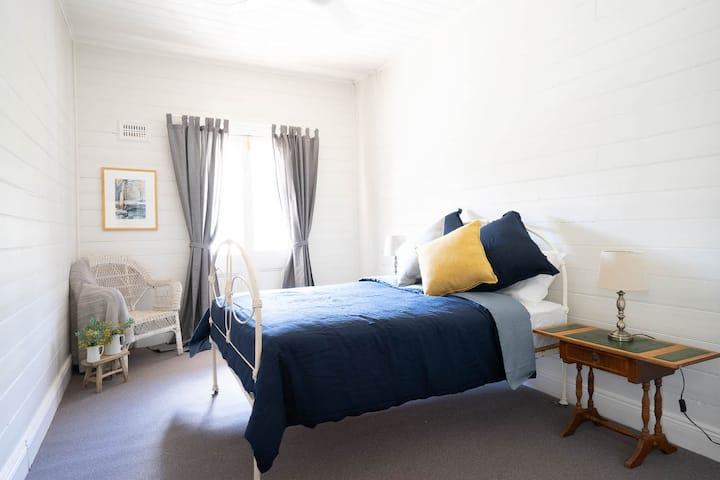 Royal Hotel Sofala - Room 2