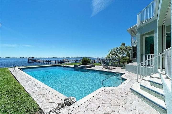 AVAIL NOW! WATERFRONT ESTATE HOME....4/4 BEAUTFUL!