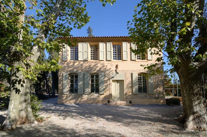 Bastide à Aix-en-Provence, vue sur Sainte-Victoire