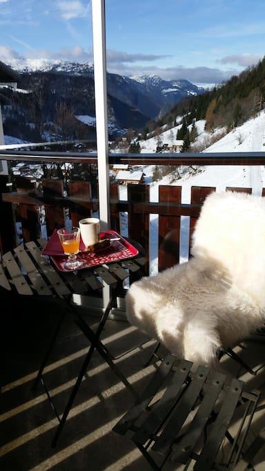 Thé sur le balcon l'après midi