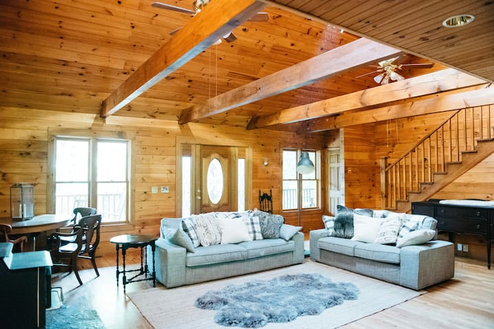 Quiet, Spacious Cabin Retreat near Lake Lanier