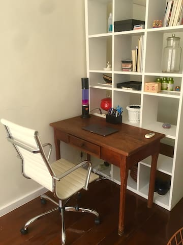 Workspace/Business center w/ very confortable office chair