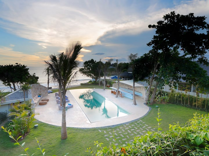 Beachfront Villa Seascape, 4BR, Sandy Bay w/ chef