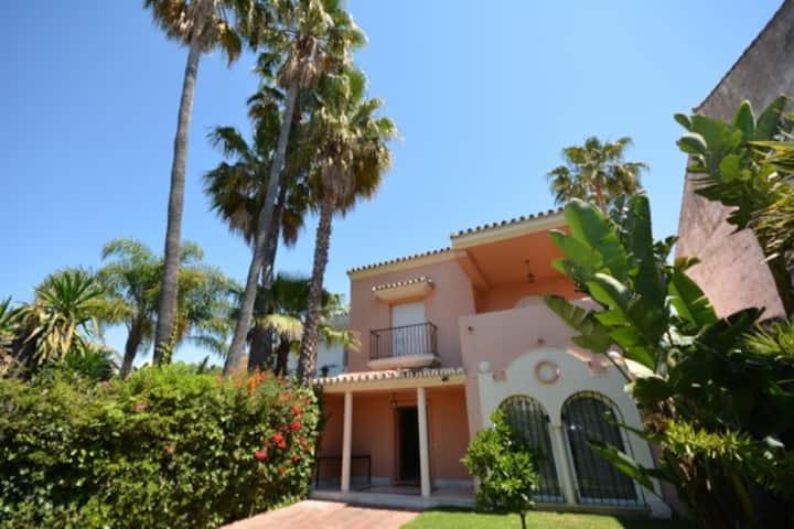 Casa junto al mar y a 800m de Puerto Banús.