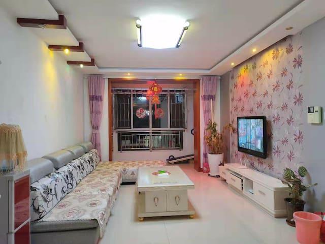 巴彦淖尔市精装两居日租民宿房