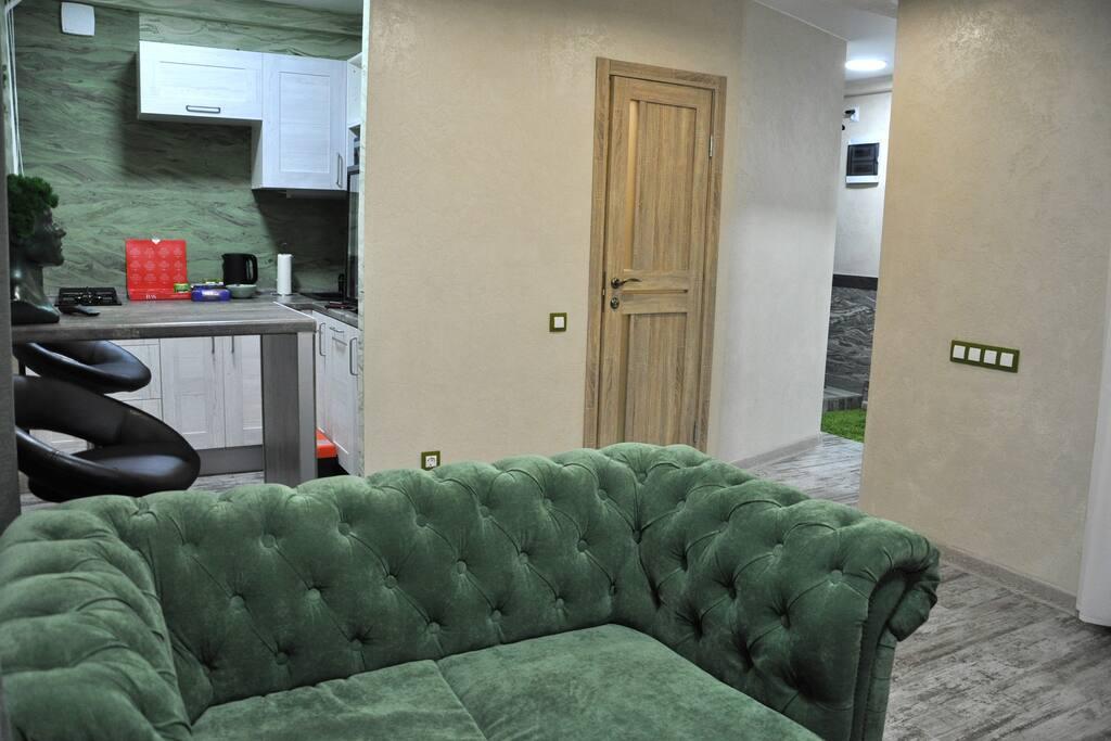 Гостиная зона и мини-кухня