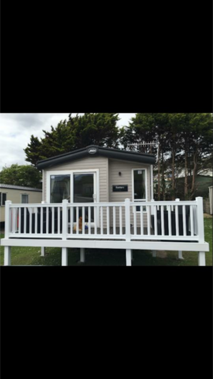 5* caravan accommodation by Challaborough Beach