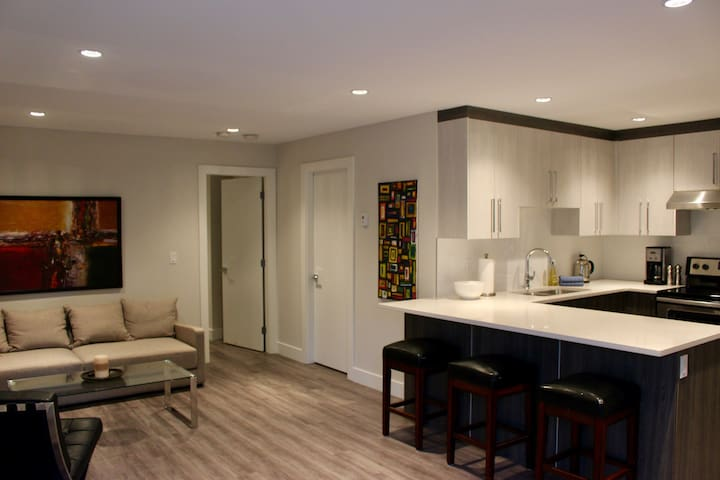 New/modern 1 bdrm suite in Grand Blvd - North Vancouver