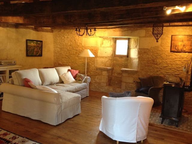 Charming 16th century house w/ swimming pool - Montignac - Huis