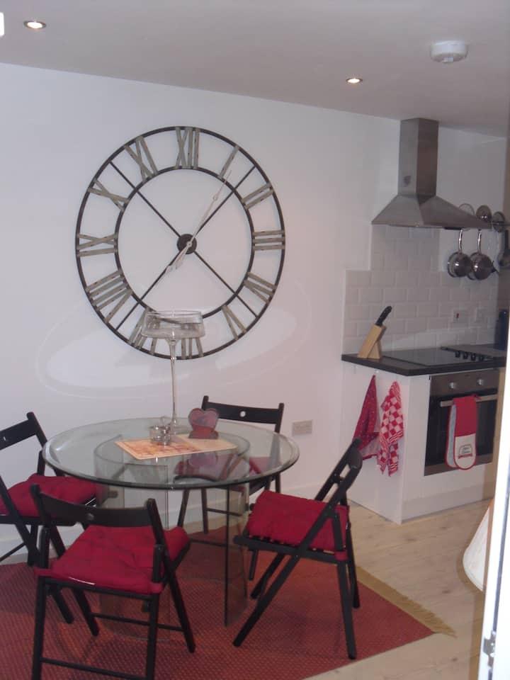 Modern, bright, attractive, town centre apartment