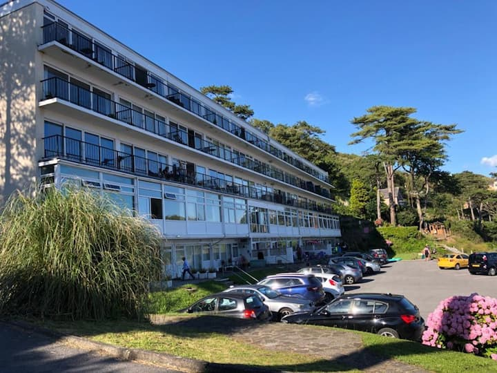 Stunning Beach front Apartment in Caswell Swansea