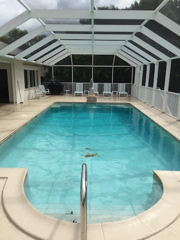 Enormous Pool-Privacy-3 Master Suites-Air Hockey - Marco Island - Hus
