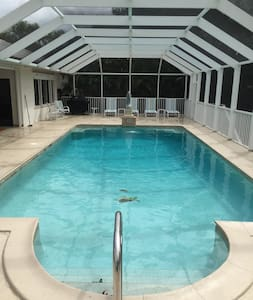 Enormous Pool-Privacy-3 Master Suites-Air Hockey - Marco Island - Ház