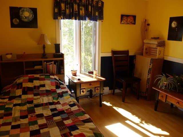 Petite chambre dans une maison à l'Anse-à-Beaufils - Percé