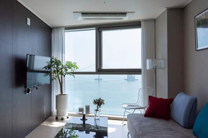【광안리해변30초】 ✔광안대교 정면뷰✔Two room ✔Ocean view