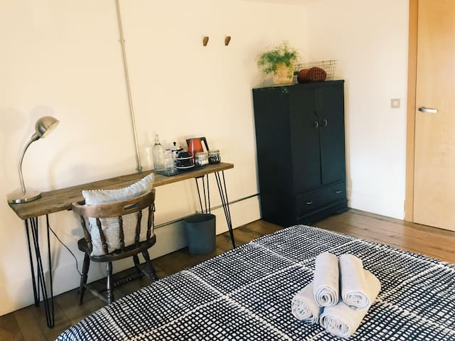 Bedroom with private bathroom in the city centre