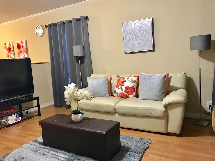 Living room with TV and Wifi