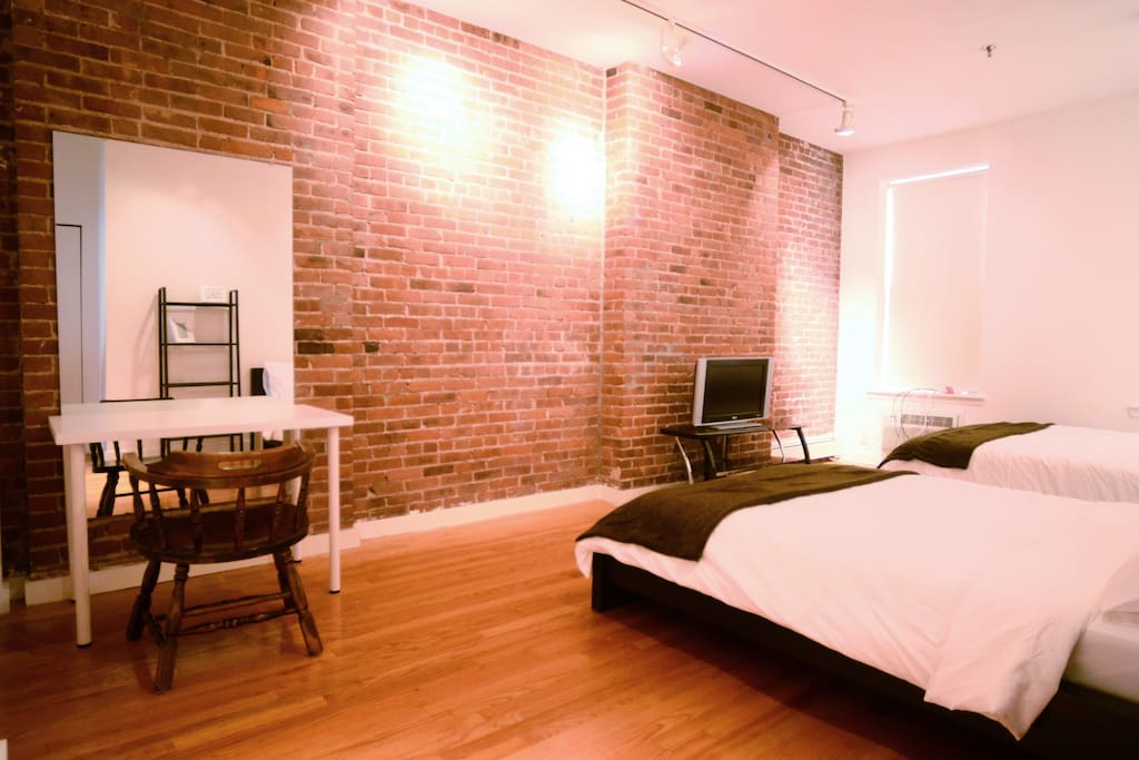 Private Suite: 2 queen size beds, Amazon Fire TV and prime account, desk, and lots of storage space
