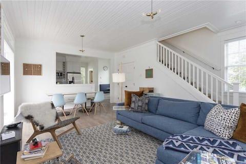 Vintage-inspired cottage in Seabrook, sleeps 7