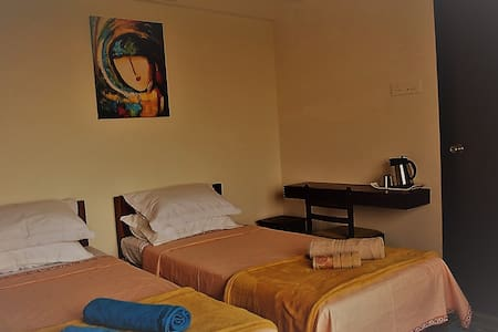 Nashikbnb Room #1 for 2 Guests - Nashik - Szoba reggelivel