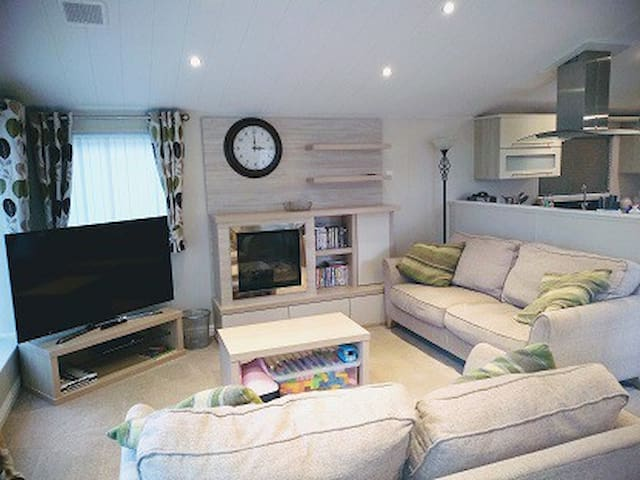 Willerby lodge 40ftx16ft 2bed 2bath 6 berth, WIFI