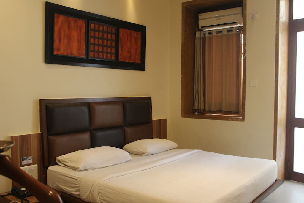 Service apartment overlooking gateway of india boutique for Best boutique hotels in mumbai