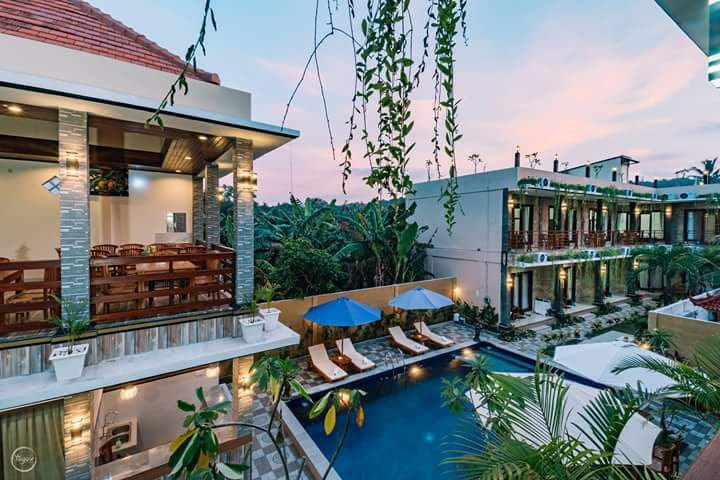Sari Nusa  Inn  family  rooms,  with pool
