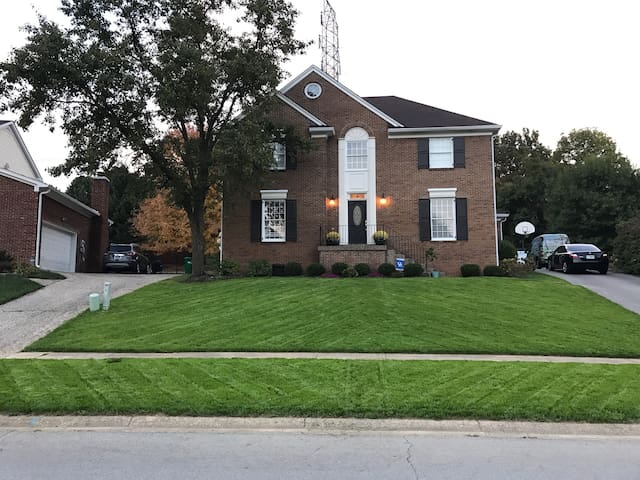 Great space for a large Derby group - Louisville - Rumah