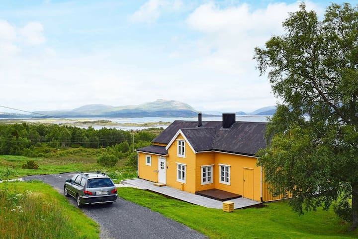 5 person holiday home in Skutvik