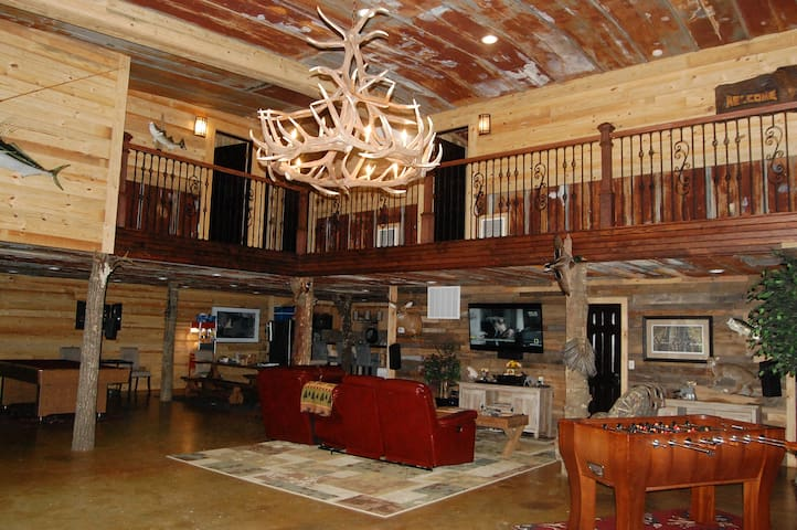 Hunting Lodge with 6 Bedrooms - Statesboro - Blockhütte